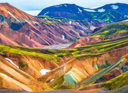 bergachtig gebied met vulkanische woestijnen